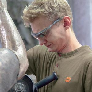 T-Shirt de travail 'TEST' mastic en action | DIKE