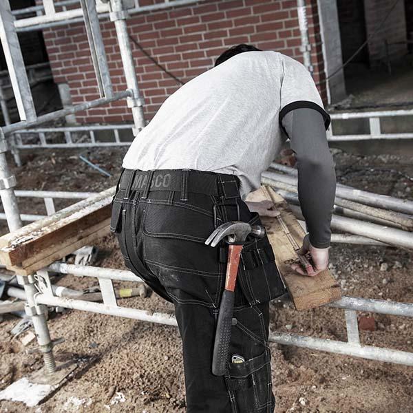 Pantalon de travail Mascot avec poches flottantes - HARDWEAR RONDA en action
